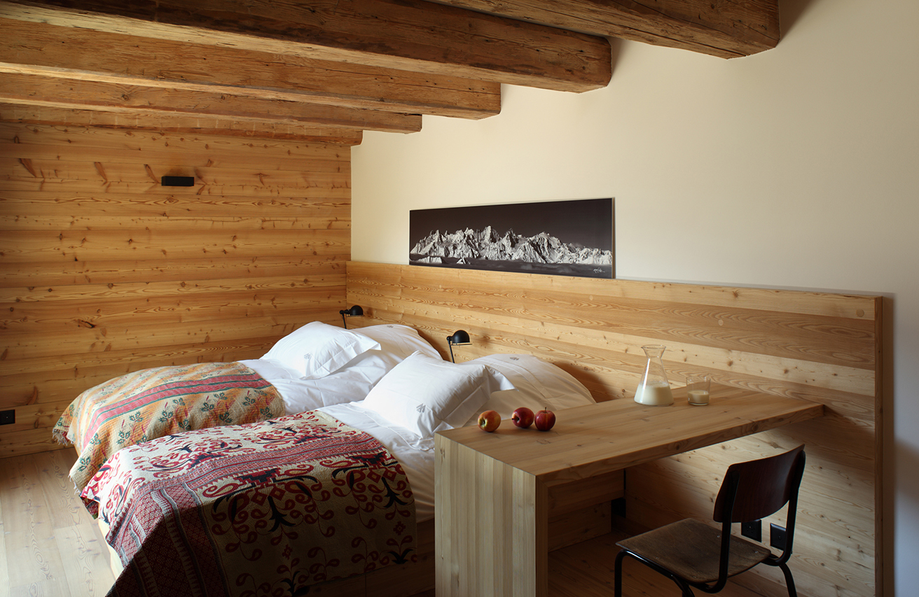 rent-a-chalet-in-the-swiss-alps-bedrooms-montagne-alternative