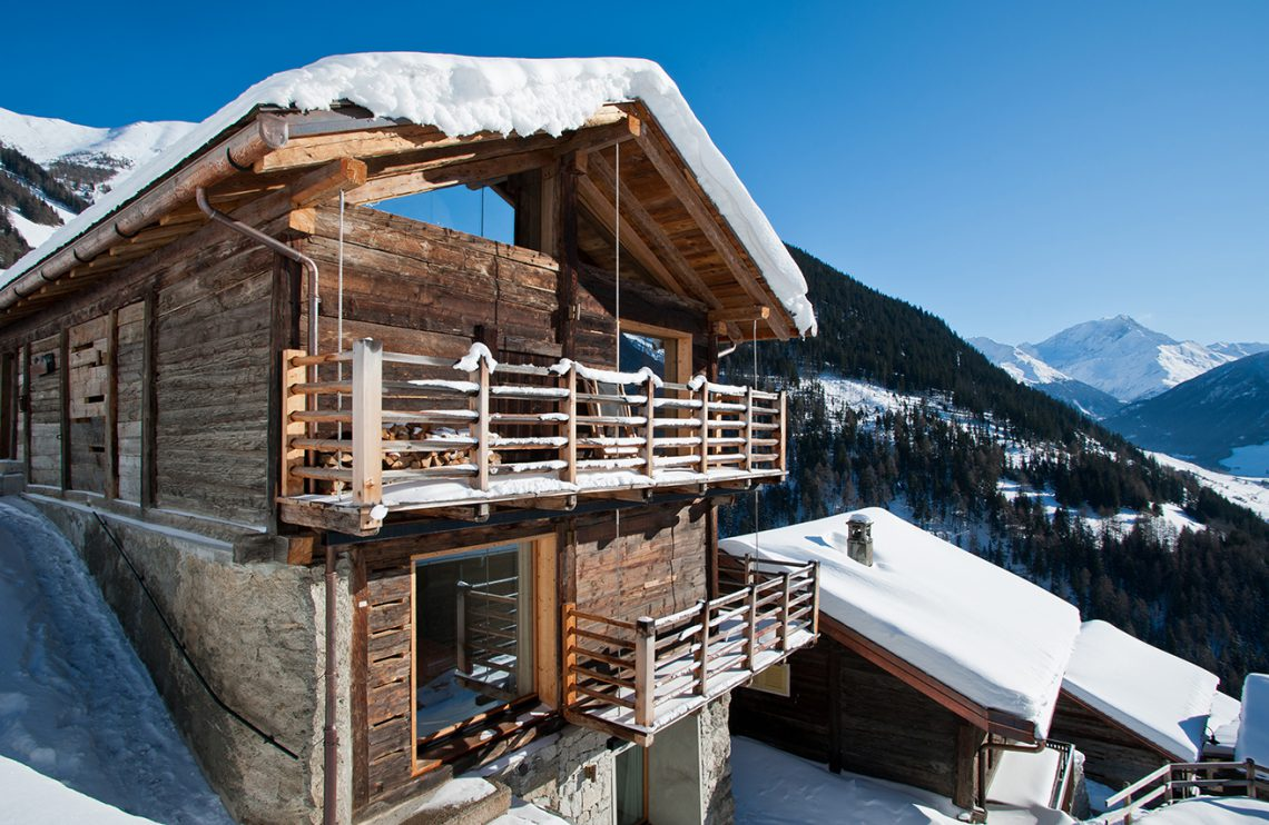 Avoid the crowd and rent an authentic swiss chalet the for Chalet modern bauen