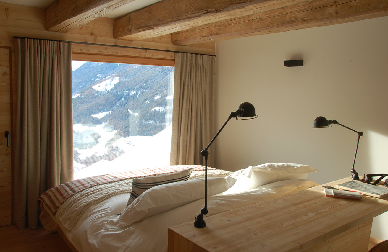 rent-a-chalet-in-the-swiss-alps-montagne-alternative-bedroom