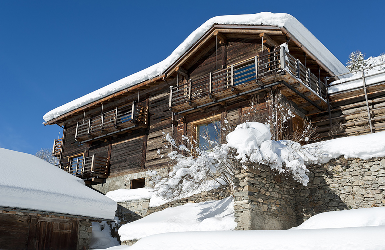 rent-a-chalet-in-the-swiss-alps-montagne-alternative-outdoor