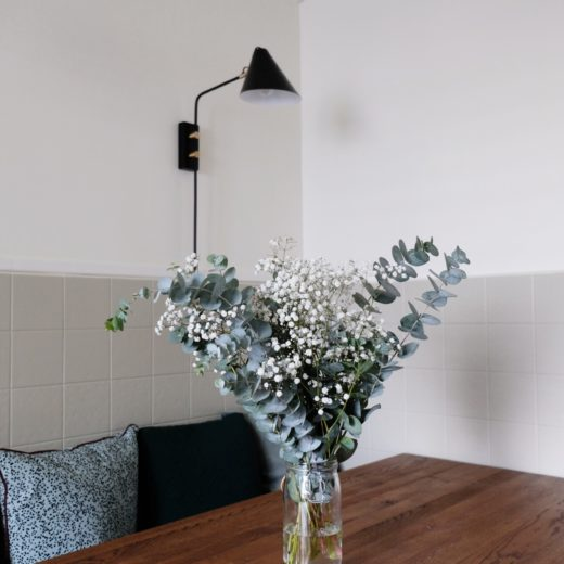5 ways to stlye flowers for a change