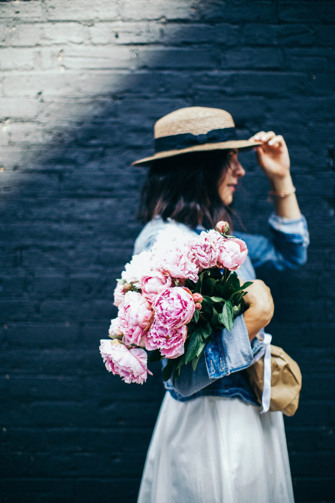 5 ways to style flowers when you dont have the right vase the 5 ways to style flowers when you dont have the right vase reviewsmspy