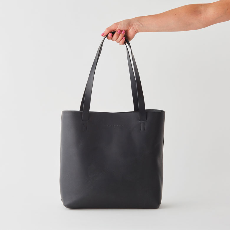 3 minimalist types of bags you for everyday life