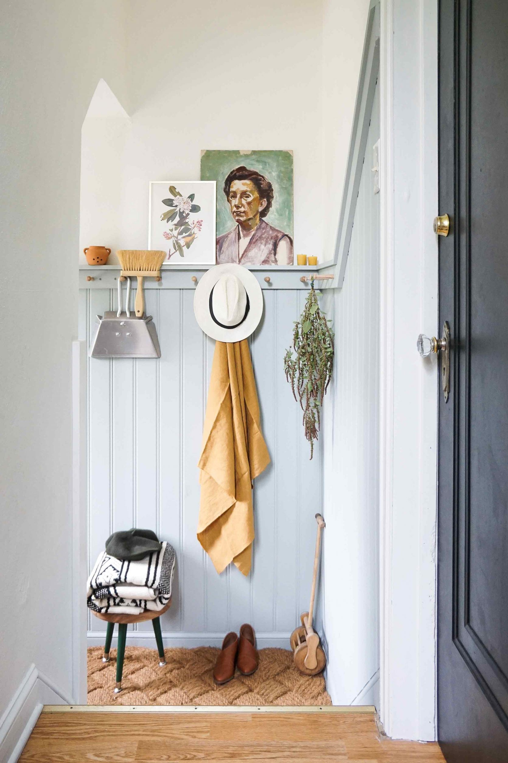 creative uses of peg rails around the house